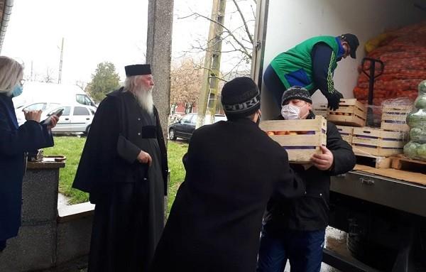 Milostenie în Postul Mare. Părintele Ioan a vizitat spitalele de psihiatrie din Jebel şi Gătaia