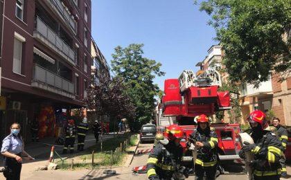 Incendiu la mansarda unui bloc de locuințe din Timișoara. 29 de persoane evacuate. Care a fost cauza