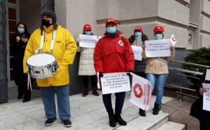 """Protest al halatelor albe, la Timişoara: """"Noi am muncit, voi ne-aţi minţit"""""""
