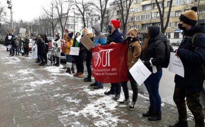 Studenţii au protestat la Timişoara împotriva limitării gratuității pe transportul feroviar (video)