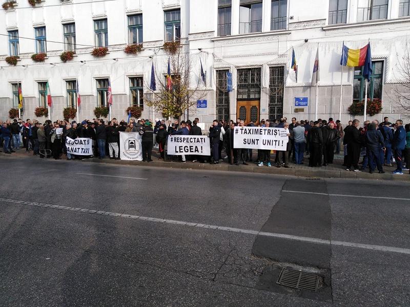 Protest Taximetristi: Taximetriștii Protestează în Fața Primăriei. UPDATE: Vezi