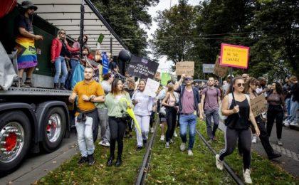 VIDEO Proteste împotriva măsurilor sanitare în Olanda, Austria și Turcia
