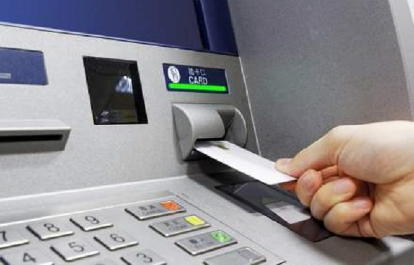 Tranzacțiile întreprinse la terminalele Raiffeisen de către clienții altor bănci au fost dublate