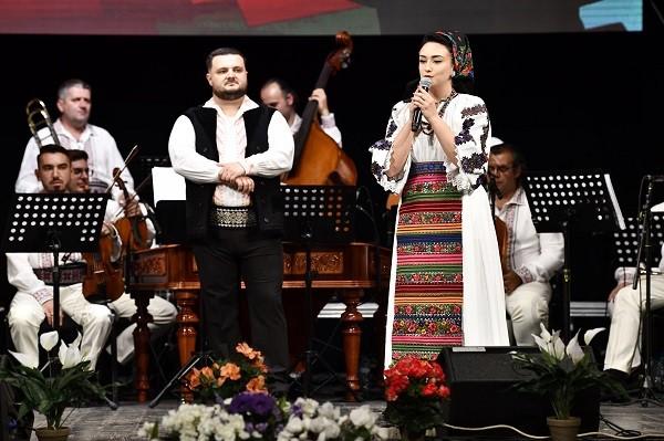 Regal folcloric la Timişoara, cu soliști renumiți, dar şi din noua generaţie
