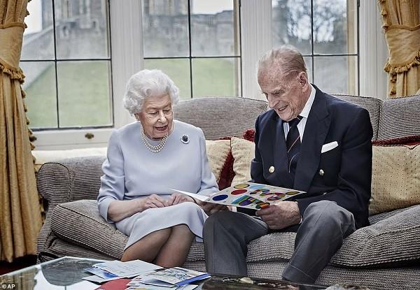 Regina Marii Britanii și ducele de Edinburgh s-au vaccinat împotriva COVID-19