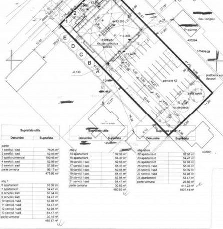 Alba-neagra cu numărul de apartamente și SAD-uri: dacă în documentația aprobată de primărie figurează 17 locuințe și 6 SAD-uri, în schița postată pe site-ul firmei de imobiliare apar 8 apartamente și 20 de spații cu altă destinație…