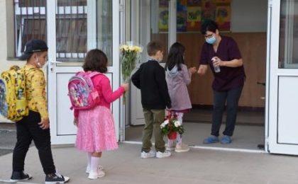 Părinții vor suspendarea cursurilor față în față în localitățile cu rată de infectare peste 6 la mie