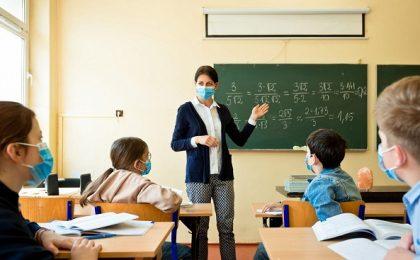 Decizie CNSU: Școlile vor rămâne deschise indiferent de rata de infectare din localitate. Se trece în online la apariția unor cazuri COVID / Teste din salivă pentru elevi și profesori