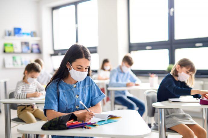 Elevii din Timișoara vor primi, la început de an școlar, peste 463.000 de măști