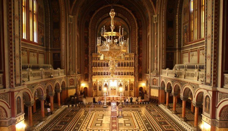 Uşile Catedralei Mitropolitane din Timişoara vor rămâne închise în noaptea dintre ani. Îndrumări pentru slujbe