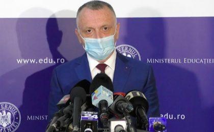 Cîmpeanu: În cele două săptămâni de vacanță vor fi achiziționate testele cu salivă / De ce vacanță și nu școală online? Răspunsul ministrului