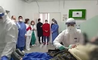 O femeie de 95 de ani s-a vindecat de COVID-19, la Timișoara: A fost externată în aplauzele medicilor