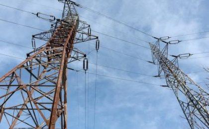 """Avarie majoră în alimentarea electrică. Locuințe fără curent, semafoare nefuncționale, aparate """"prăjite"""" și lifturi oprite. A fost afectat și nord-vestul țării"""