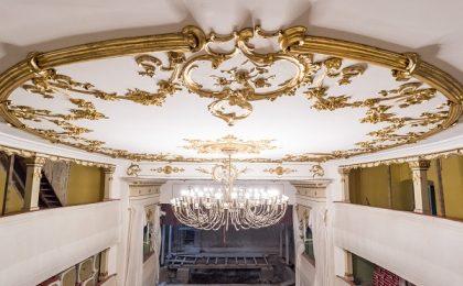 Bătrânul teatru al Oraviței, cel mai vechi din România, își recapătă strălucirea de altădată