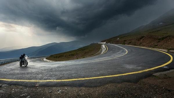 Transalpina a fost închisă temporar între Rânca și Obârșia Lotrului din cauza vremii