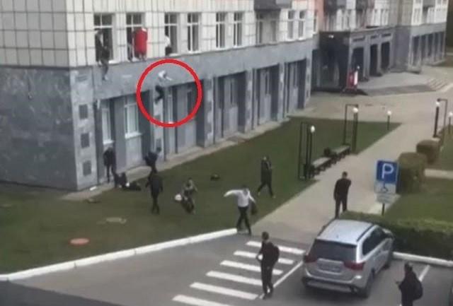 Video! 8 morți și 6 răniți după un atac armat într-o universitate din Rusia. Studenți filmați cum sar pe ferestre, ca să scape din calea gloanțelor