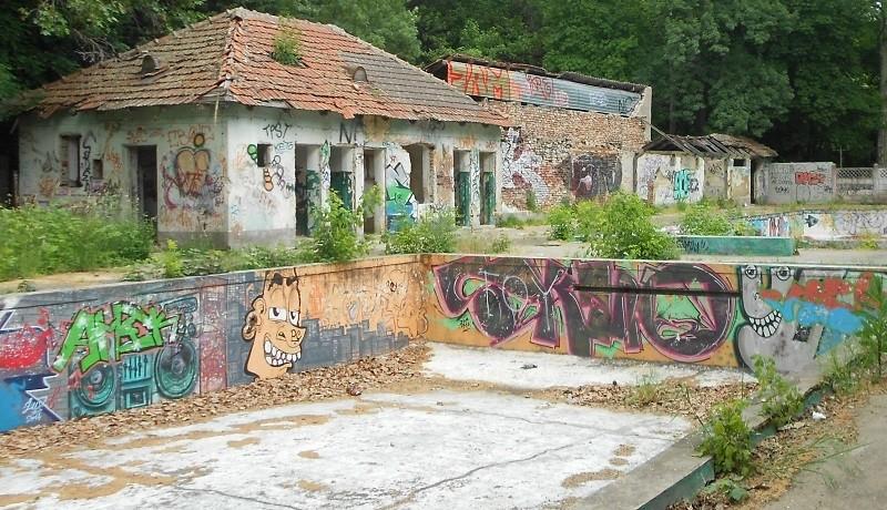 Baza Uszoda, de care se leagă amintirile multor timişoreni, este în căutarea ultimului colac de salvare