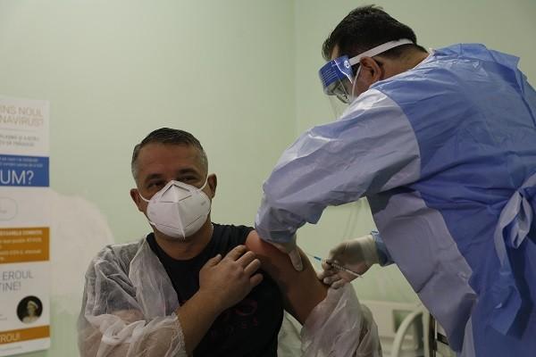 Aproape 3.000 de angajați din sistemul sanitar timișean s-au vaccinat