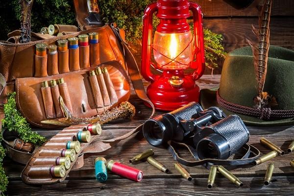 Cum depozitezi corect camera de vânătoare, binocluri şi alte echipamente specializate