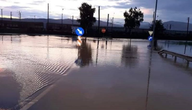 Coborâre de pe Autostrada A1, închisă din cauza unei viituri (foto)