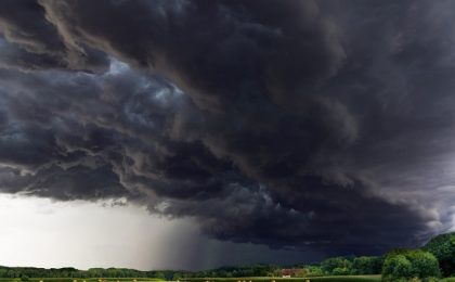 Anunţ de ultim moment: descărcări electrice, ploi abundente şi vijelii