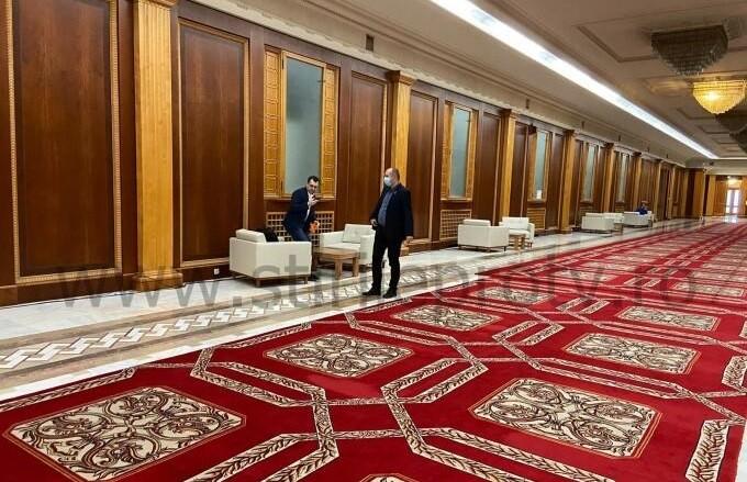 Ministrul Sănătății, Vlad Voiculescu, fotografiat fără mască pe holurile Parlamentului / Răzvan Cherecheș: Sunt profund șocat